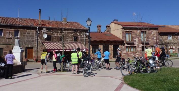 Ciclistas en Juarros