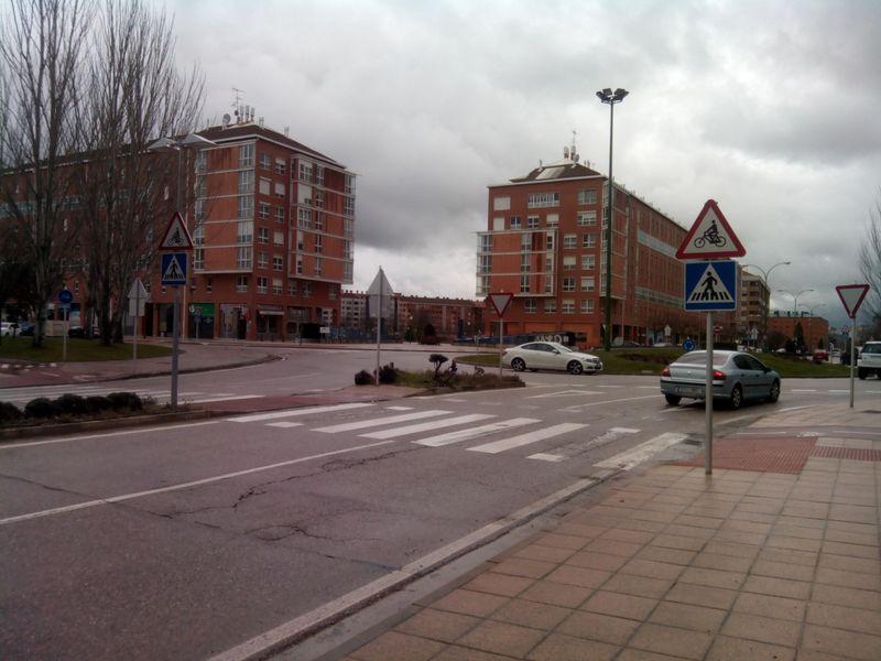 Nuevas señales informativas P-22 de paso de ciclistas. Avda. Castilla y León.