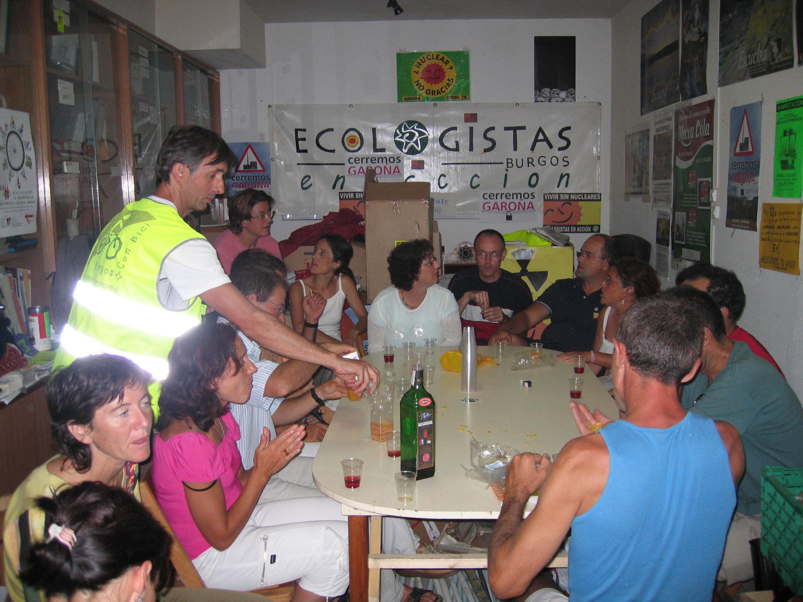 Año 2005. Reunión de Burgos Con Bici en el local de Ecologistas
