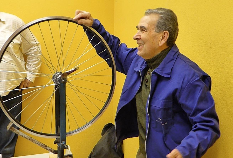 López centrando una rueda