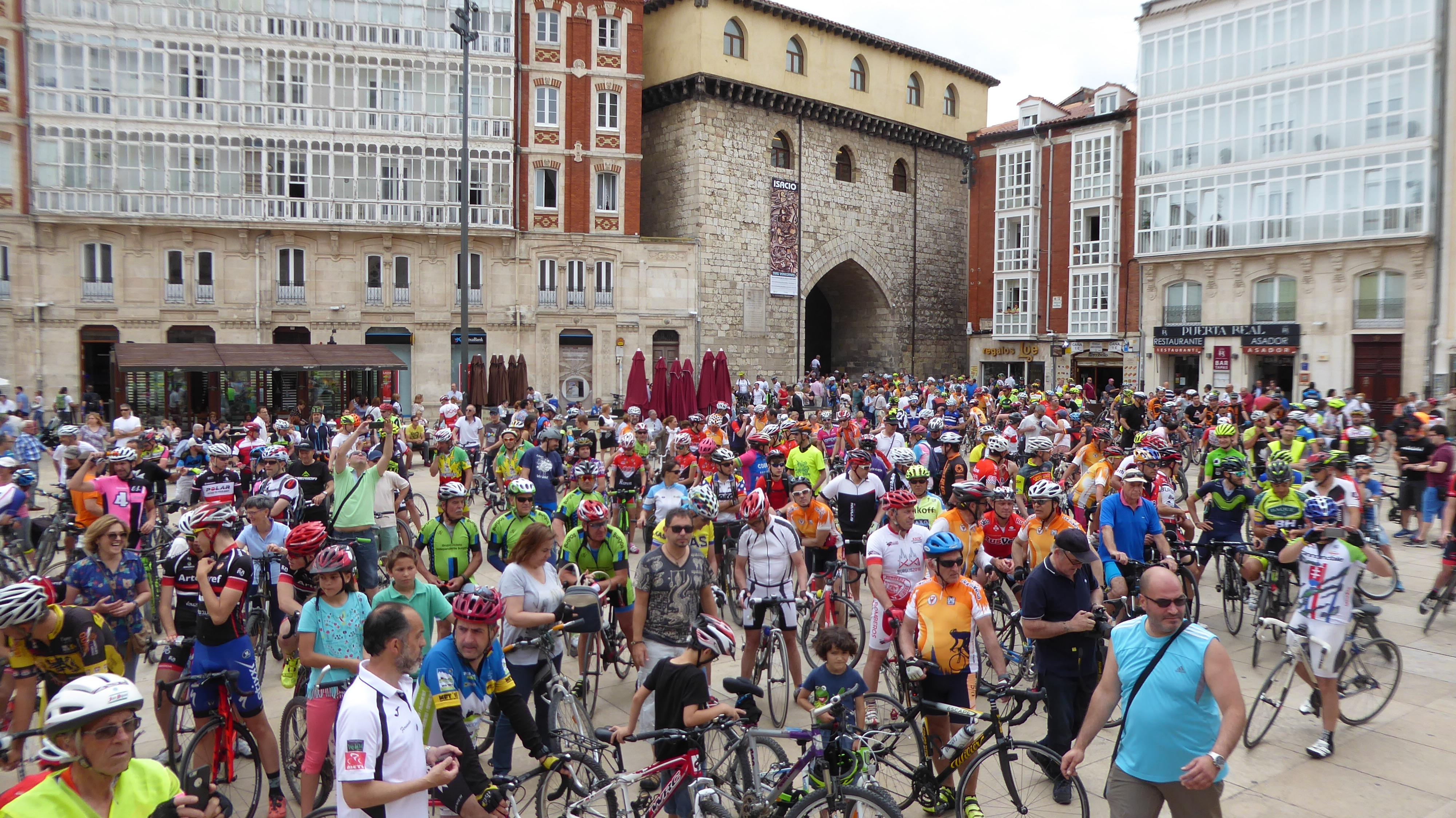 Ciclistas en la Pl. del Rey S. Fernando