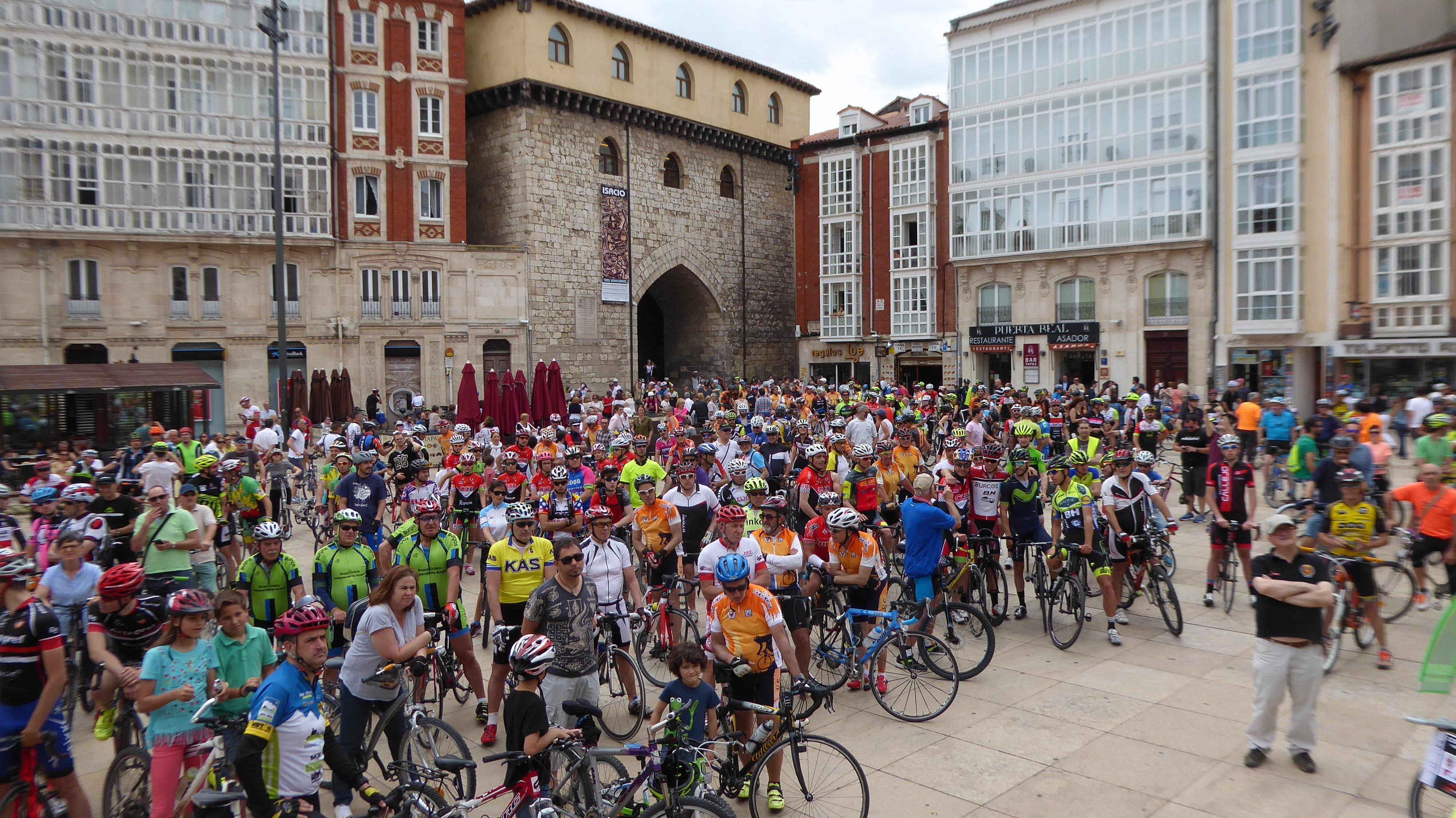 600 Ciclistas en la Plaza del Rey San Fernando