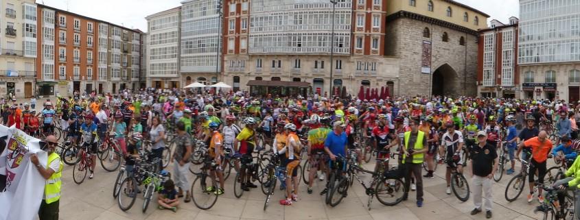 600 Ciclistas concentrados en la Plaza de la Catedral de Burgos