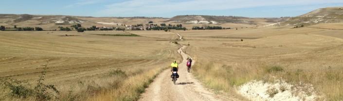 Ciclistas por campos de Castilla