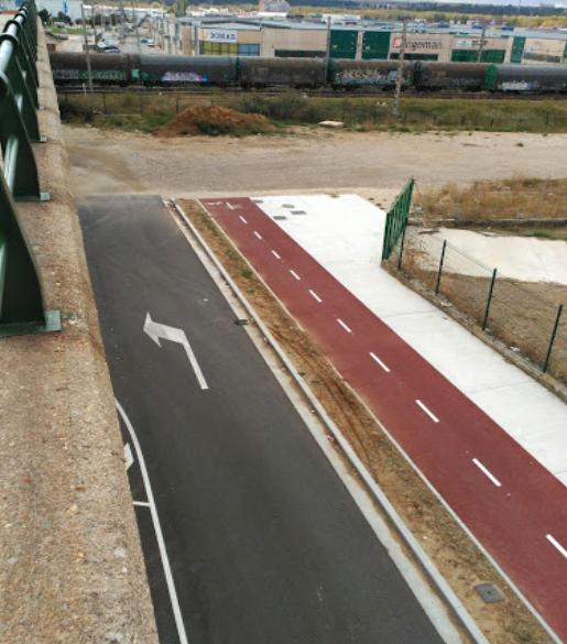 Fin de la vía verde frente a la vía del ferrocarril