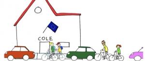 Dibujo de colegio con coches aparcados delante y algunos niños yendo en bici